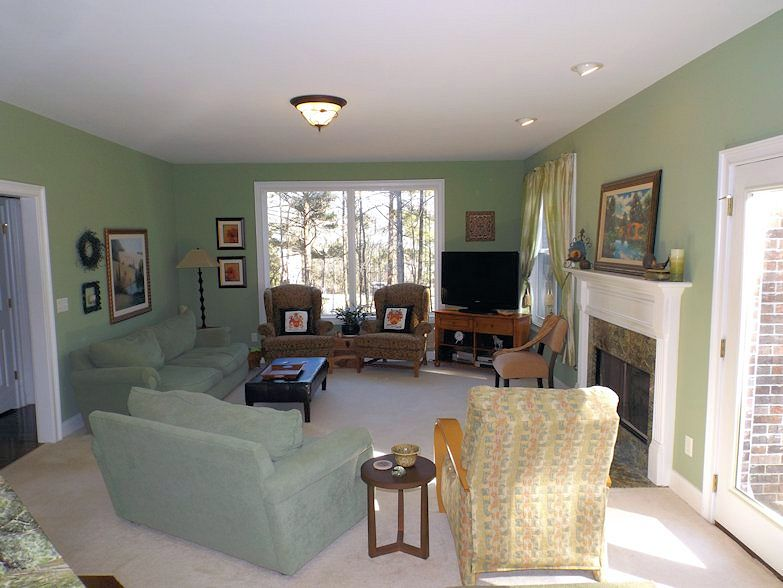 10_Family Room_Julie Murphy